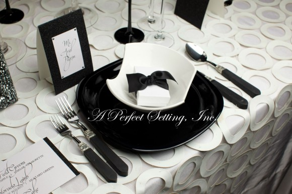 Tablescape Inspiration: A Refined Modern Table Setting in Classic Black and White | A Perfect ...